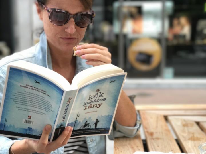 Monica Hesse: A kék kabátoslány