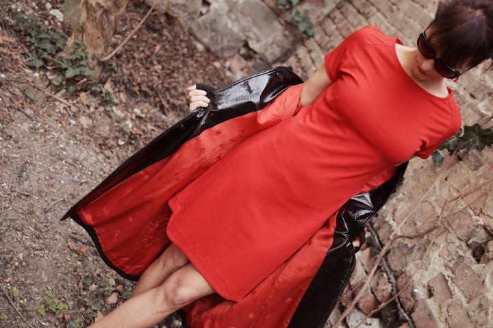 Az én stílusom – A kabát pirosbéléssel